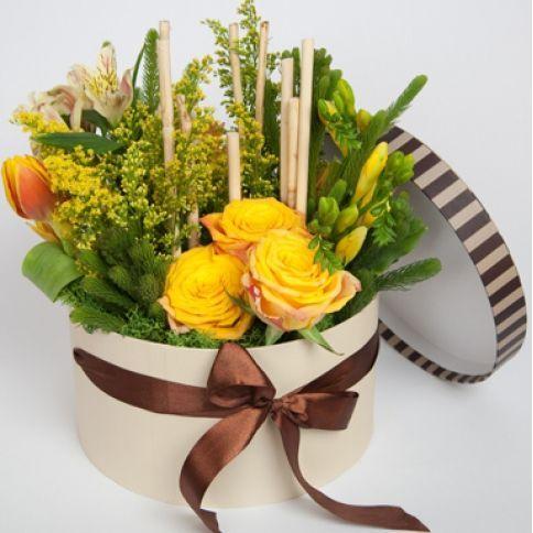 Букеты в коробках из живых цветов